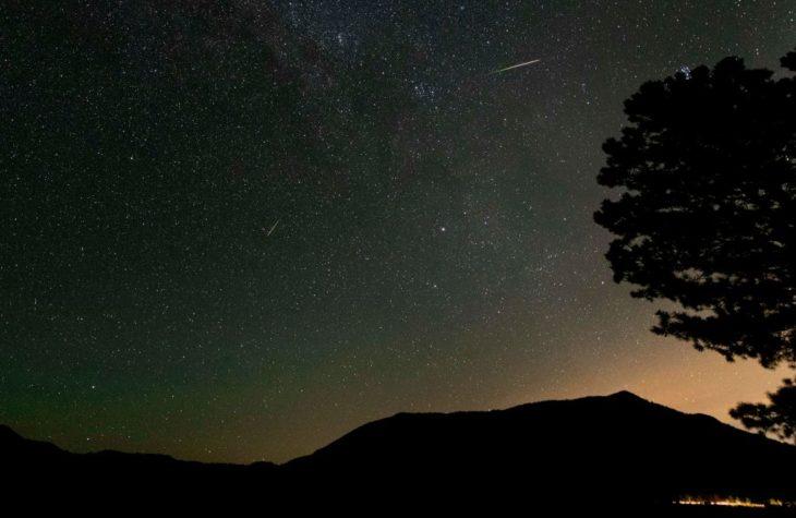 Two Perseid meteors peltier