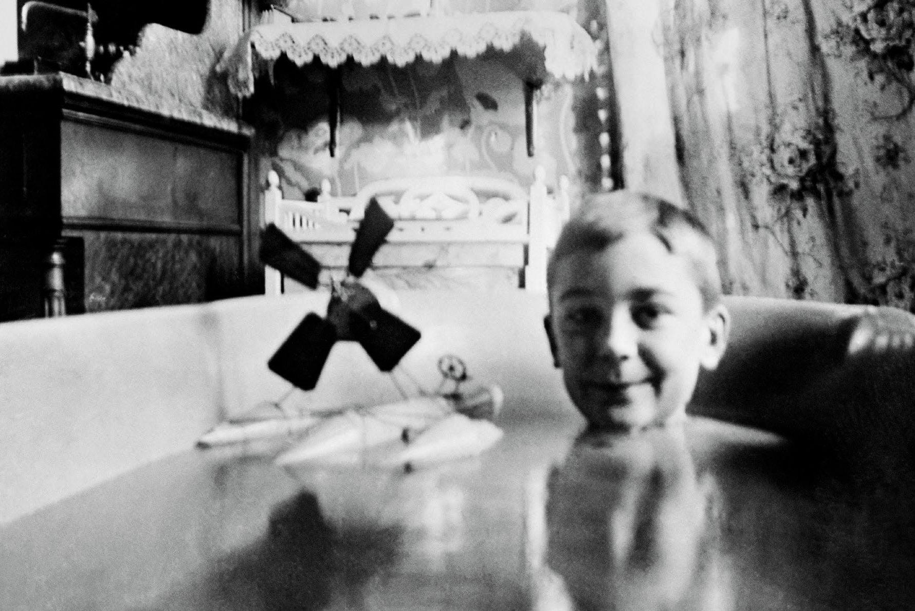 Jacques Henri Lartigue in his bath, 1904